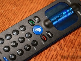 SpareOne 手機:可待機 15 年,一顆 3 號電池就搞定