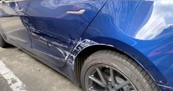 特斯拉智慧召喚變智障召喚,頭過身不過、車身被鄰車保險桿刮花一整片