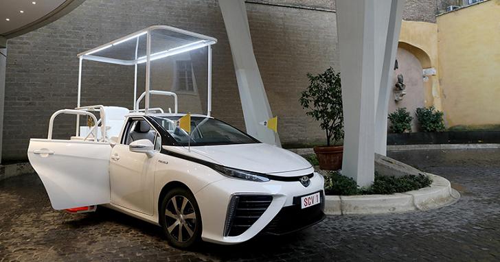 教宗方濟各換新車,原來是台氫燃料動力的 Toyota Mirai