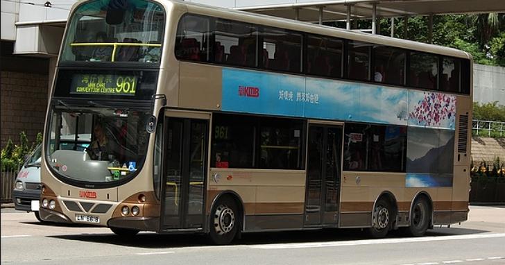 兩名香港巴士迷臥底巴士站工作一年半,成功偷走一輛巴士遊車河82公里後被捕
