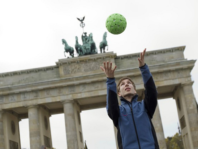 Ball Camera:把球往天空一拋,就能拍360度全景照片