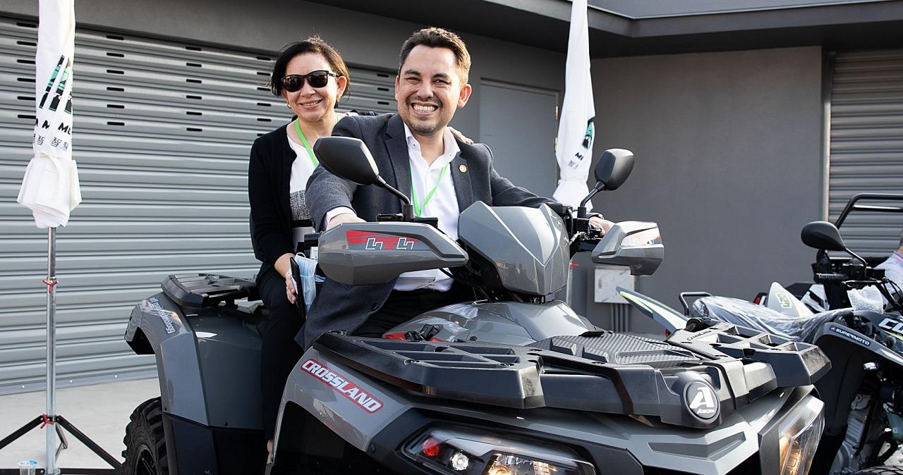 30國駐台使節團訪宏佳騰,體驗台南在地企業造車實力