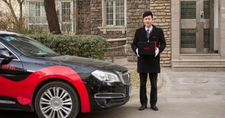 中國電商推「著西裝、戴白手套捧盒子」高級送貨服務,網友笑稱「葬禮級的隆重」