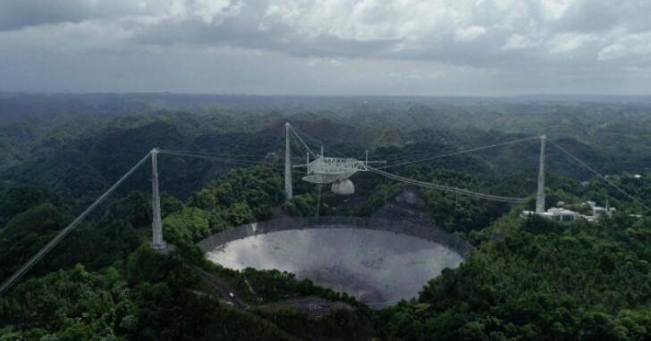 波多黎各阿雷西博天文台900噸重的巨大天線,一夜之間轟然倒塌