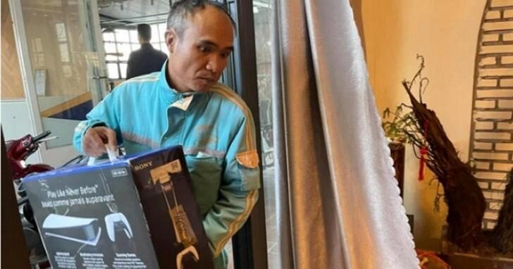 PS5路由器真人版,越南玩家串通遊戲店員工穿網路公司制服來家裡「裝PS5網路」
