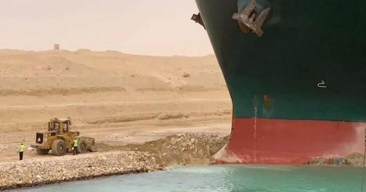 蘇伊士運河孤獨的挖土車司機日誌在Twitter上爆紅,他都寫了些什麼?