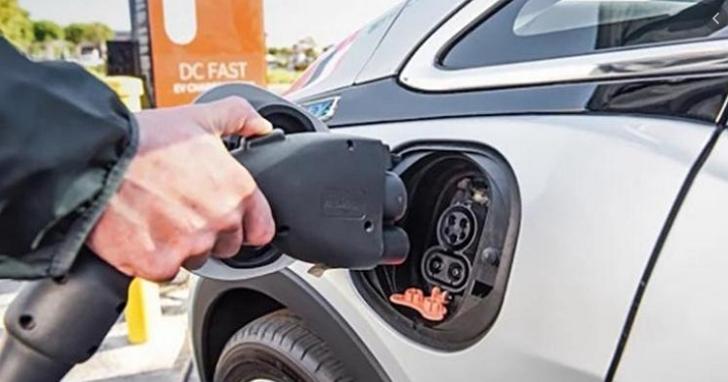世界上有四种主要的电动汽车充电标准。 台湾电动汽车充电联盟为CCS1公共充电站提供动力,以统一台湾的充电环境  T客邦