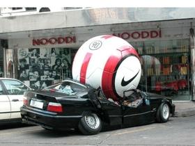 超吸睛 Outdoor 創意廣告,巨型足球、麥當勞現身馬路