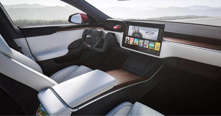 特斯拉 Model S Plaid 砍掉汽車排檔桿又把方向盤變方形的,車要怎麼開?