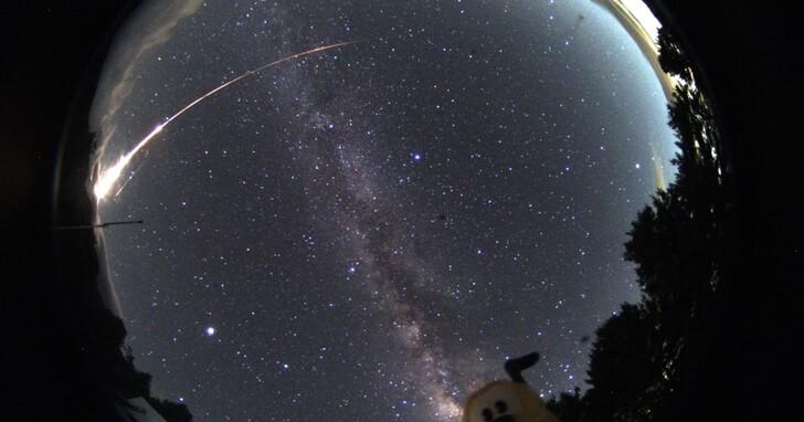 宜蘭花蓮民眾目睹「巨大火球」劃過天際閃爆4次,瞬間夜晚變白晝