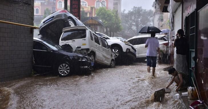 中國共享汽車在鄭州雨災期間,因一則推文惹怒災民:我有點大,你們忍一下