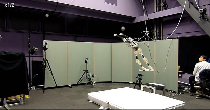 日本東京大學開發的新型氣動類人型機器也能打排球了,擊球成功率80%!