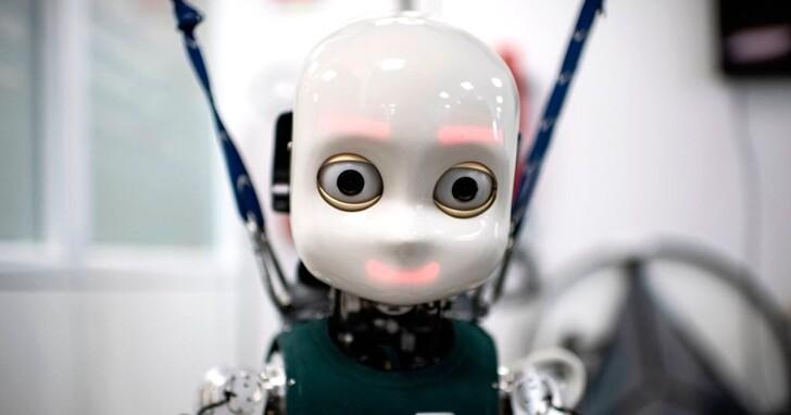 當人與人形機器人比賽時互相凝視,會影響人類神經活動也會拖長決策時間