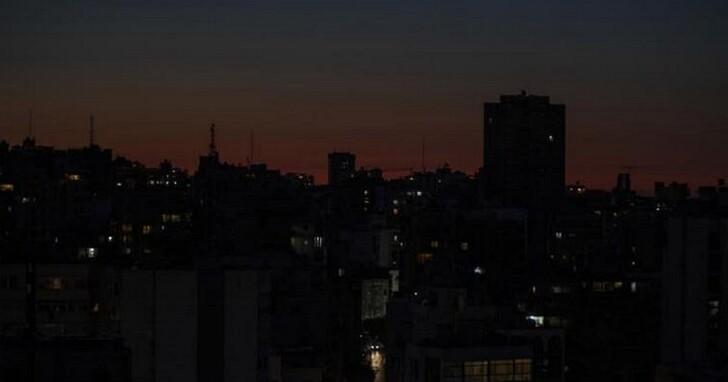 黎巴嫩全國燃料耗盡、所有發電廠停止供電,全國一片黑暗
