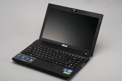 Asus B23E:防潑水加持,實用先決的商務筆電