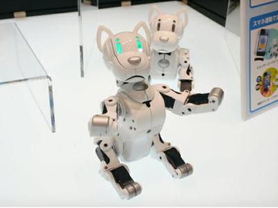 Omnibot I-SODOG 機械狗,用 iPhone 餵食、玩樂一指搞定
