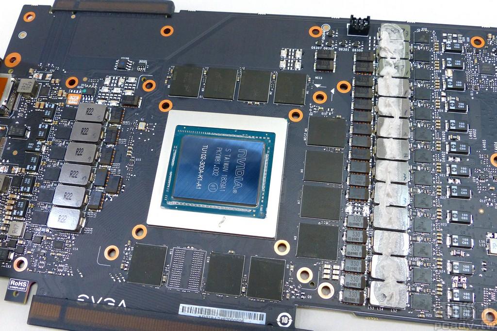 单相 2 颗 FDMF3170 后端各自衔接 1 颗 0.22μH 电感,8 相再并联 23 颗 SP-Cap 330μf 电容