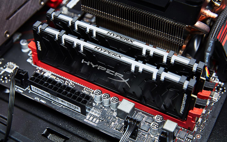 記憶體搭配的是金士頓的 HyperX Predator RGB DDR4 3200 8GB x 2,共計 16 GB,這組記憶體也同樣是自帶 RGB 燈效的。