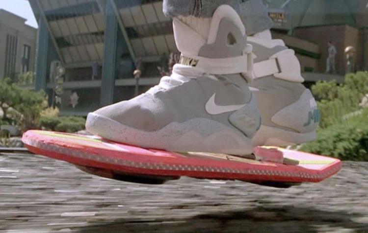 自動綁鞋帶的Nike球鞋,這次終於買得起了