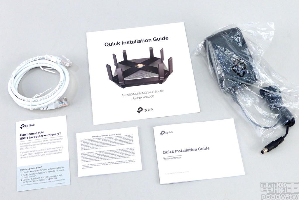 ▲ 盒裝零配件包含說明書數張、長度約 1m 的 Cat.5e 網路線、供電變壓器。