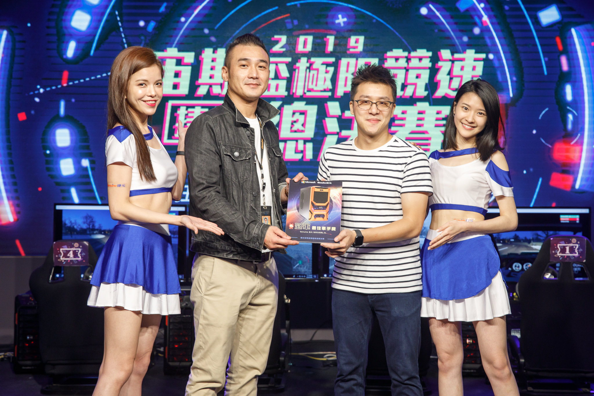最終「冠軍-最佳車手」由一路過關斬將的劉先生拿下,抱回了超過4萬元的元宙斯Real直播機大獎。