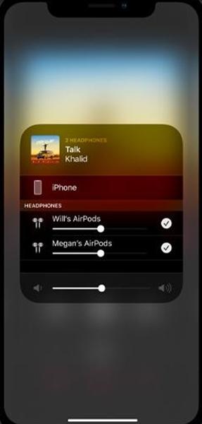 在音樂交流上,未來 iOS 13 可支援兩部 AirPods 耳機共享音樂,將兩套 AirPods 配對在同一部 iPhone 上,與朋友一起欣賞同一首�或電影。