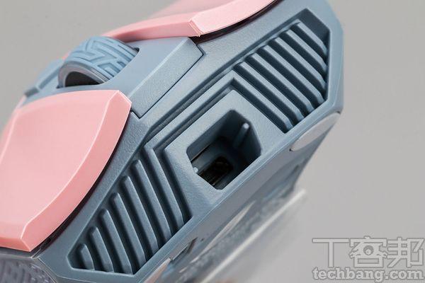 滑鼠線分離�計雖是有線滑鼠,但具連接埠,附上兩種不同材質的線,讓使用者可替換。