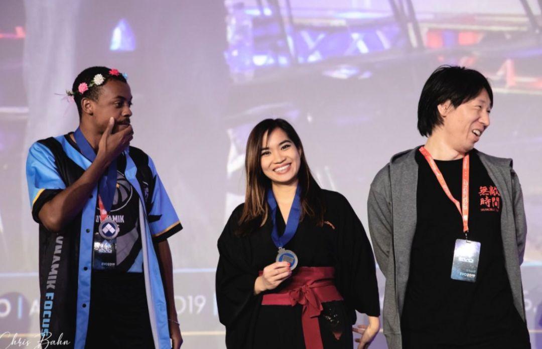 在男選手占主導地位的格鬥遊戲�,領獎台上的Kayane格外顯眼