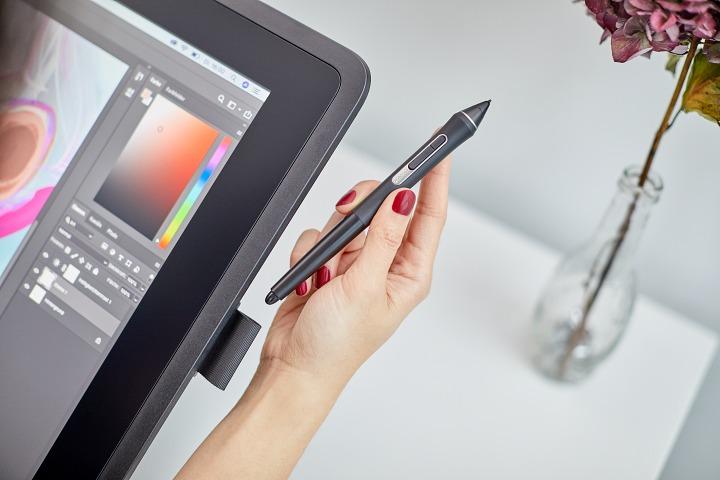 Wacom 推出 Cintiq 22 入門款手寫板,售價 35,900 元