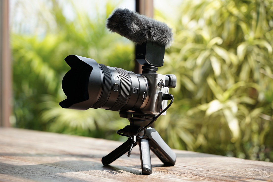 Sony a6100、a6400、a6600 全系列產品皆強化了 Vlog 功能,在動態錄影方面更具彈性。