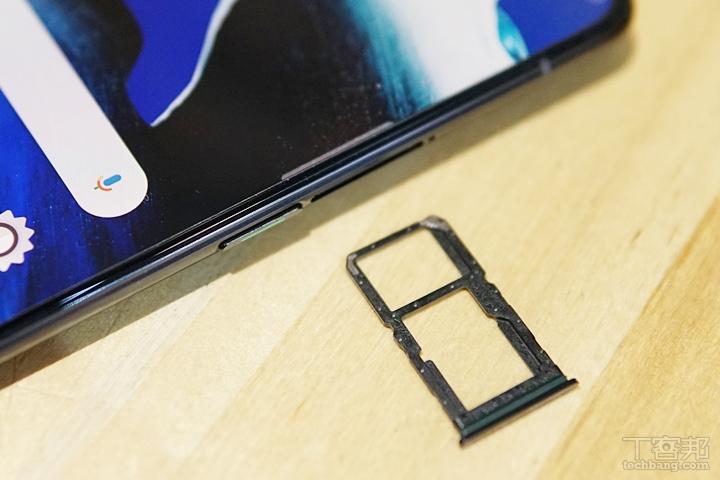 OPPO Reno 2 支援 4G+4G 雙卡雙待,SIM 2 和 micro SD 共卡槽。