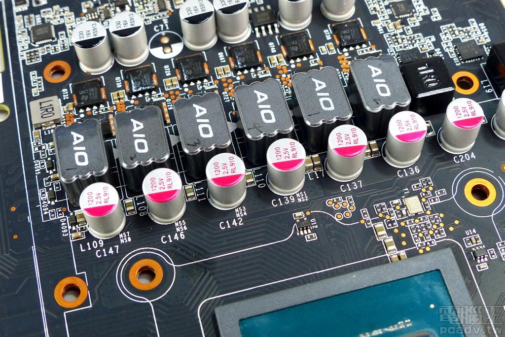 ▲ 顯示晶片主要供電安排 4 顆 1200μf 固態電容,GDDR6 VDD則是安排 2 顆。