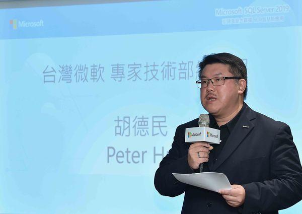 台灣微軟專家技術部總經理胡德民表示,SQL Server擁有30年的地端經驗,結合雲端及台灣最大的專業技術團隊,台灣微軟將以混合雲大戰略,宣戰市場。