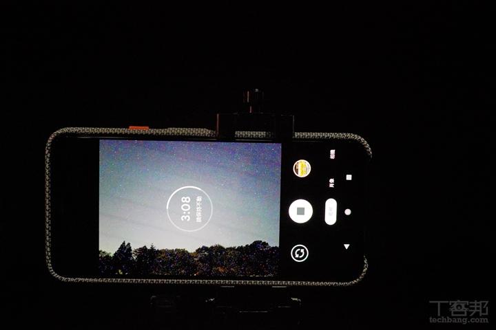 拍攝過程中畫面會不間斷地提醒要等待,且保持手機不動。