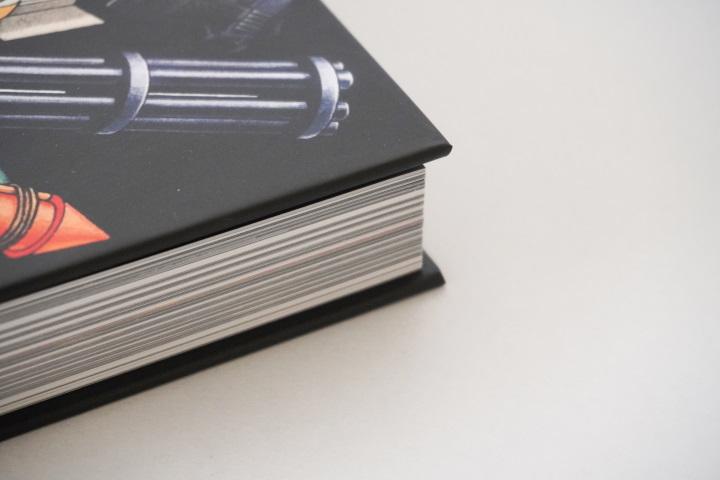書籍的8個角落都沒有碰撞痕跡,保持「八角刺手」的完美品相。