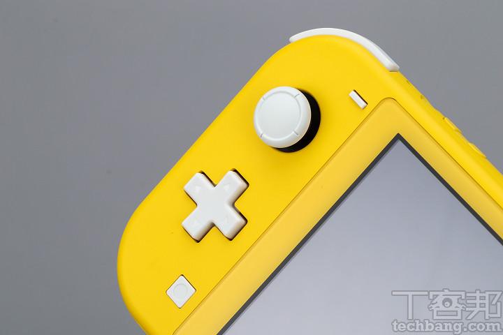 左手把注意到十字鍵為相連式而非獨立按鍵,對於掌機玩家而言操作上會更加熟悉。