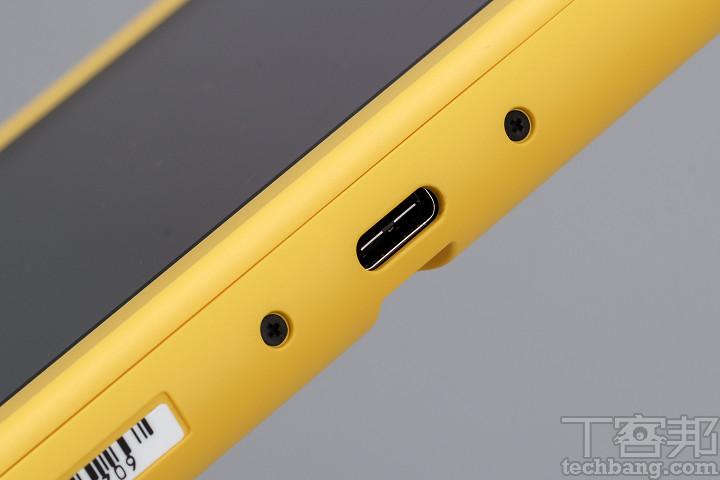 底部的 USB Type-C 連接埠,僅供充電使用無法接上電視底座進行輸出。