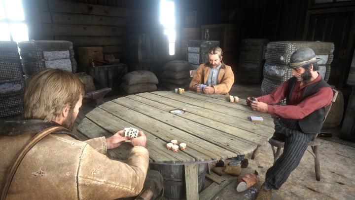 閒暇之餘也可以坐下來玩玩德州撲克,相當應景。