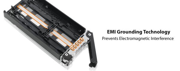 抽取架具備金屬觸點,以便和 5.25 吋抽取盒外殼構成完整的法拉第籠,有效屏蔽 EMI 電磁干擾。