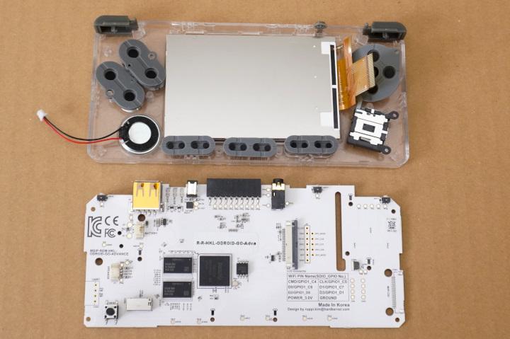 將各零件安裝好後就能裝上主機板。