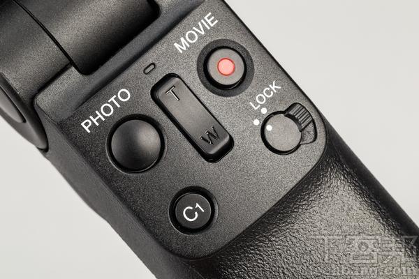 拍攝握把 在配對藍牙之後,可在握把上控制變焦、錄影、拍照以及C1自訂鈕。