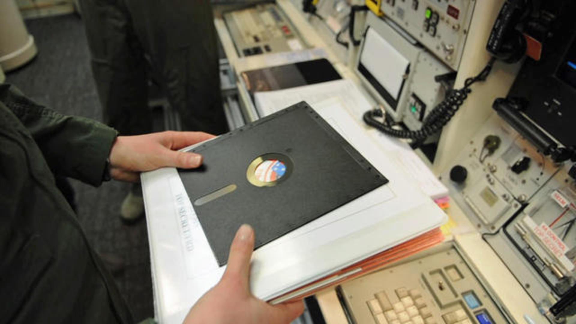 磁碟片不死!波音 747 直到現在仍透過 3.5 吋磁碟更新重要飛航軟體