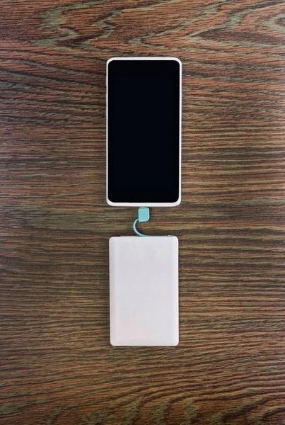 充電寶也是一種選擇,不過這已經不關電池的事情了。圖/圖蟲‧創意