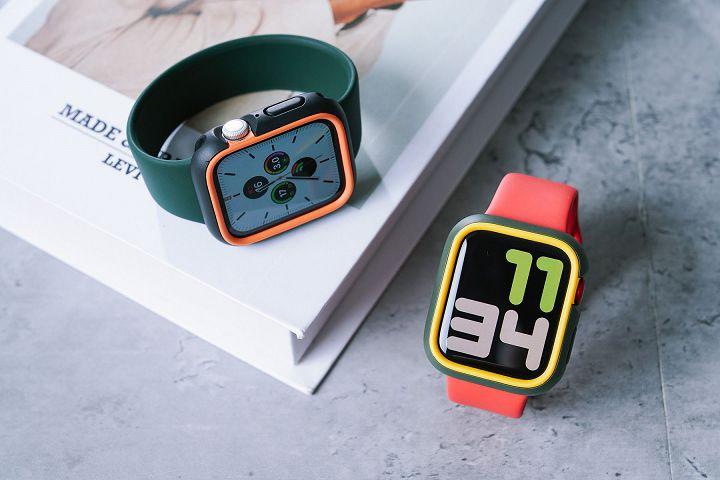 CrashGuard NX 模組化抗摔邊框殼可依個人喜好,以「外框」加「飾條」的方式,搭配出多種顏色變化。