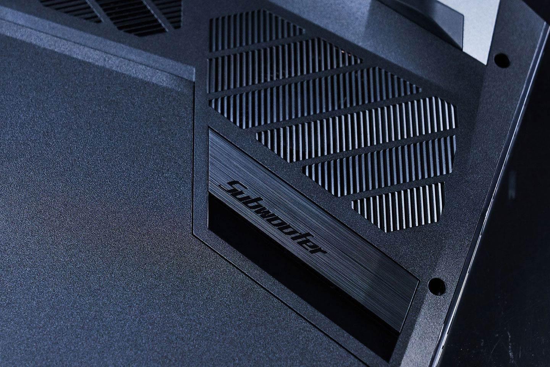 Predator Helios 700 支援 5.1 聲道音效,在機身底部也設置了超低音喇叭。
