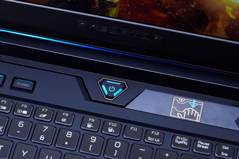 鑽石型的電源鍵自帶背光,右方則是 HyperDrift 滑動式鍵盤的操作圖示。