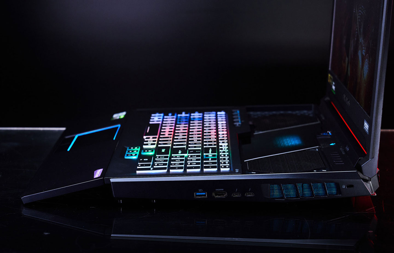 Predator Helios 700 獨特的 HyperDrift 滑動式鍵盤設計,兼具了使用舒適性與散熱強化。