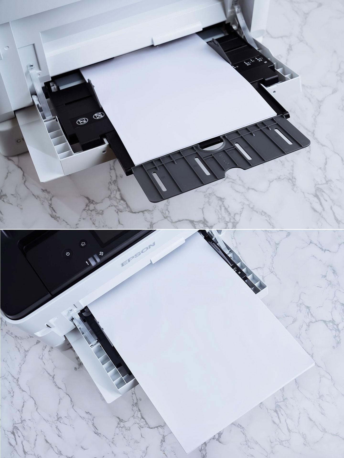 藉由進紙匣上的可調式夾具可裝載不同尺寸的紙張(圖上為 A4 尺寸、圖下為 A3 尺寸),同時也能透過此處放入磅數較高或材質特殊的紙材(例如美術紙、厚紙卡)進行列印。