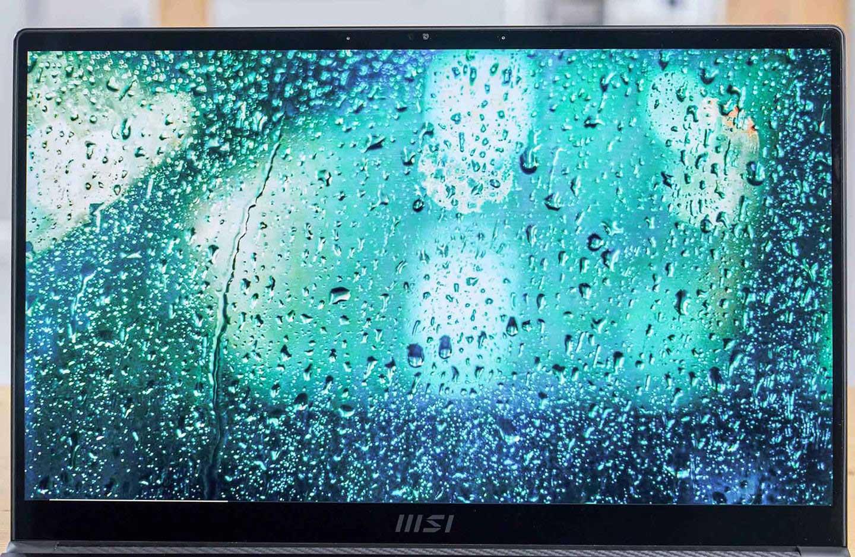 Summit E15 的螢幕最高可配置 4K UHD 解析度規格,並支援 100% Adobe RGB 色域。