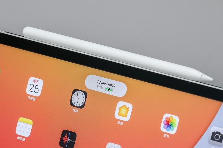 新款 iPad Pro 也是搭配第二代 Apple Pencil 使用,售價 4,190 元,吸附至 iPad Pro上即可配對,還會直接為Apple Pencil 充電。